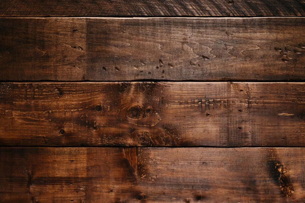 Co należy wiedzieć o szpachlach do drewna?