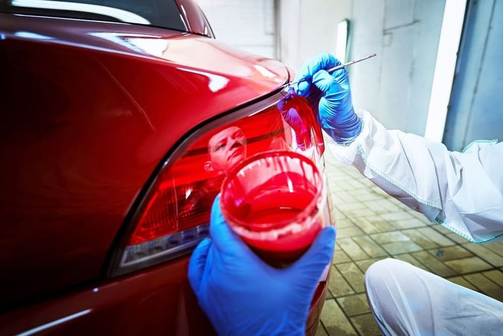 Rodzaje lakierów samochodowych - ważniejsza jest kwestia właściwości czy wyglądu?