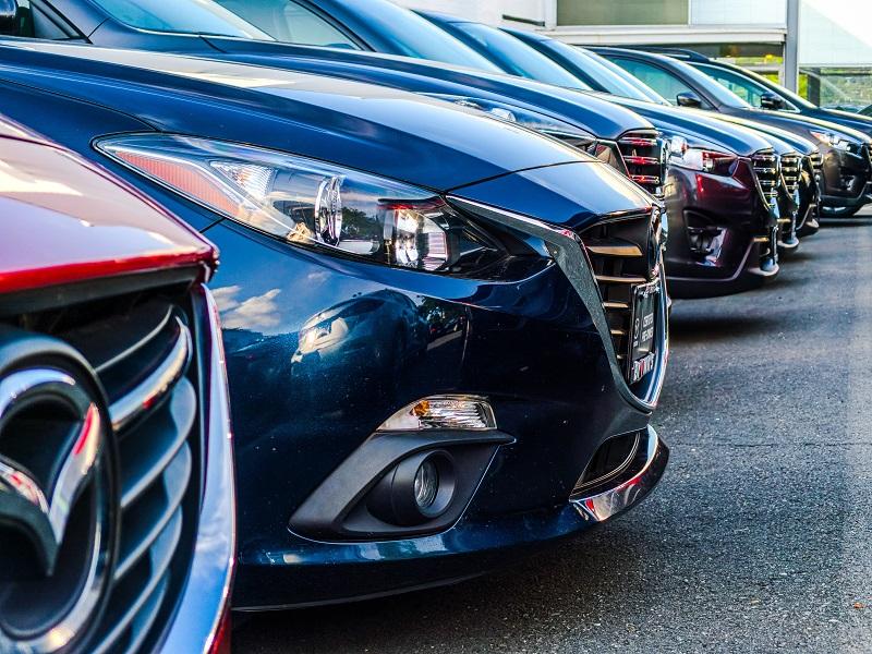 Jak wygląda proces dobierania koloru lakieru samochodowego? Jak poprawnie się go dobiera?
